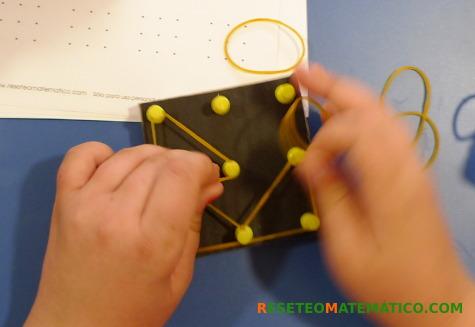 Haciendo triángulos en el geoplano