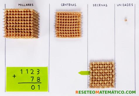 suma con llevada con perlas doradas Montessori. Paso 6